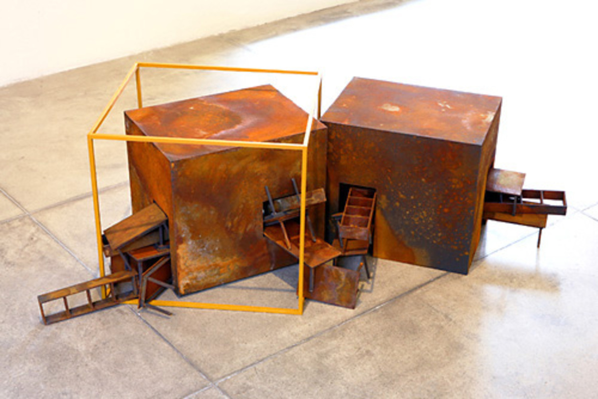 Duas cabeças com amarelo, 2006, Oxidized iron and oil on MDF, Variable dimensions 50 x 50 x 90 cmPhoto: Everton Ballardin